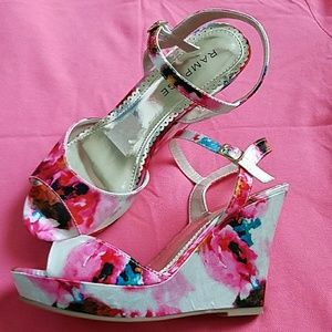 Rampage Wedge Heels With Floral Design Size 8
